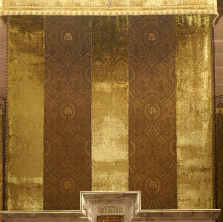 Dossal curtain