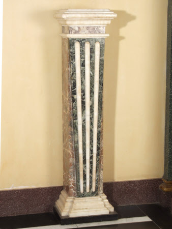 Green and white marble pillar