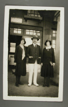 The Hon. Francis Gerald Agar-Robartes, later 7th Viscount Clifden (1883-1966) with his sisters The ...