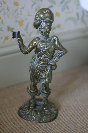 Doorstop in the form of a Scottish Soldier