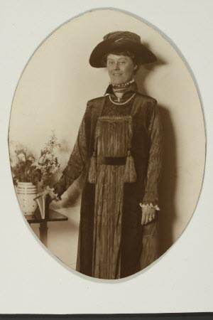 The Hon. Mary Vere Agar-Robartes, Hon, Mrs Yarde Buller (1879-1946)