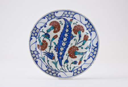 Iznik plate with floral design