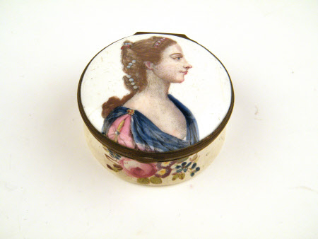 Circular enamel snuff-box with portrait of Queen Charlotte (of Mecklenburg-Strelitz) (1744-1818)