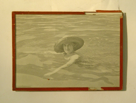 Clementine Ogilvy Hozier, Baroness Spencer-Churchill (1885-1977) swimming