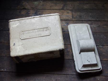 Lavatory cistern