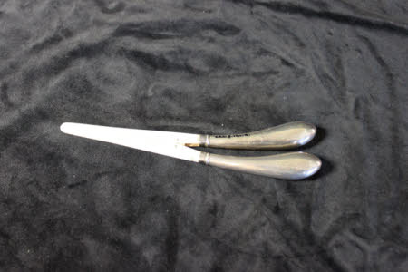 Glove stretcher