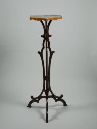 Pedestal stand