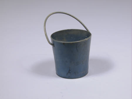 Doll's house bucket