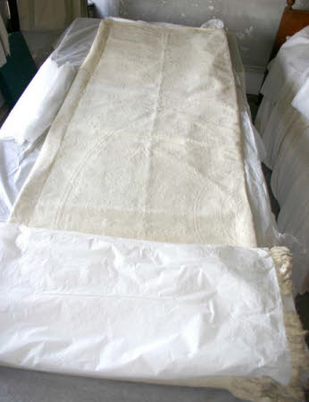 Hardwick Hall, 1129483, white linen bedspread with fringed ends, condition survey, 2007 © National Trust / Deborah Mecklenburgh