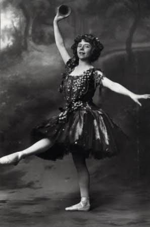Emily Beecham, Madame Helena Dolli (1874-c.1965)