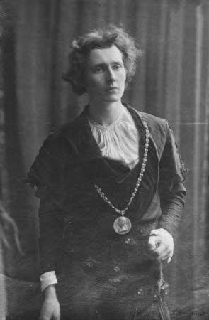 Edward Henry Gordon Craig (1872-1966) in 'Hamlet' by William Shakespeare