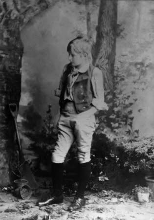 "Edward Henry Gordon Craig as Joey, the gardener's boy in ""Eugene Aram"" by W. G. Wills, Chicago 1885"