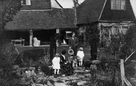Edward Gordon Craig (1872-1966), Elena Meo and their children Ellen (Nellie) Craig (1904-1975) and ...