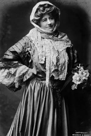Miss Ellen Terry (1847-1928).