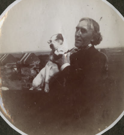 Sir Henry Irving (1838-1905) and Ellen Terry's dog 'Fussie' at Winchelsea, East Sussex