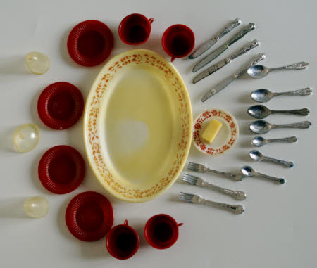 Doll's tableware