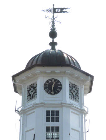 Turret clock