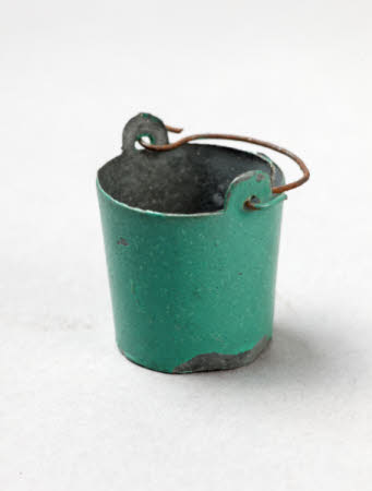 Miniature bucket