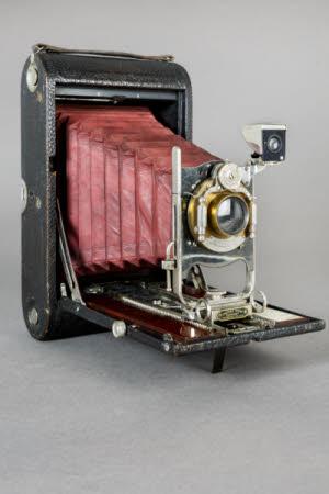 A No.4 Folding Kodak Model B camera.