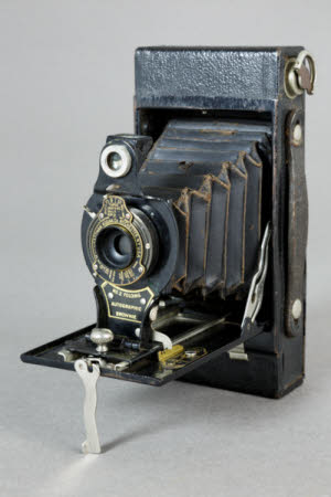 Kodak No. 2 Folding Autographic rollfilm camera with square ends