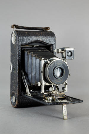 A Kodak no3 Autographic folding rollfilm camera, model G