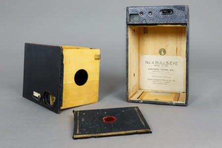 A Kodak No 4 Bulls-Eye model '96 hand roll film camera