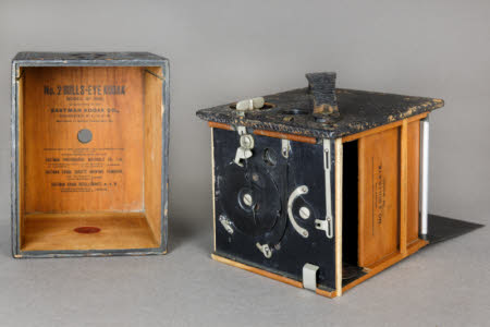 Kodak No.2 1898 model Bulls Eye box roll film camera.