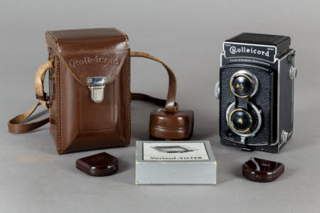 A Rolleicord Type 1a Twin lens reflex camera with brown leather case, lens shade, lens cover, two ...