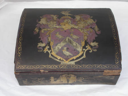 Osterley Park's Chinese Export lacquer armorial dressing box - circa 1715-20