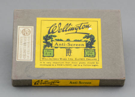 An unopened pack of 6 Wellington Anti-Screen Plates