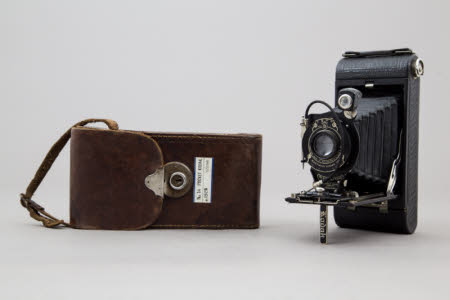 A Kodak no 1A Pocket folding rollfilm camera in a leather case.